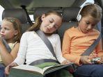 ilustrasi-anak-di-dalam-mobil.jpg
