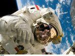 Meski Dilarang Keras, Astronot Nekat Bawa Minuman Beralkohol ke Luar Angkasa dengan Cara Ini