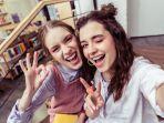 ilustrasi-generasi-z-yang-walaupun-tengah-belajar-tak-lupa-untuk-selfie-bersama.jpg
