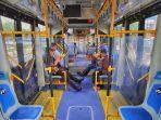 ilustrasi-keadaan-di-dalam-bus-transjakarta.jpg