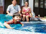 ilustrasi-keluarga-berenang-di-hotel-atau-bedeng.jpg