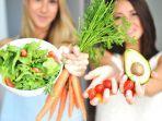 ilustrasi-makan-sayuran-dan-buah.jpg