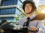 ilustrasi-mengendarai-sepeda-motor-punya-kredivo.jpg