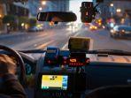 ilustrasi-pengemudi-taksi-online_20180107_134037.jpg