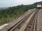 ilustrasi-rel-kereta-api-rawan-longsor-di-purwakarta_20170424_193953.jpg