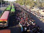 india-berlakukan-lockdown-ribuan-pekerja-migran-berusaha-mudik_20200329_230329.jpg
