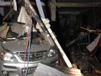 inilah-kondisi-usai-terjadinya-ledakan-di-jalan-harimau-kota-makassar_20160911_221959.jpg