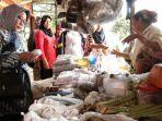 inspektur-jenderal-kemendag-ri-srie-agustina-kunjungan-kerja-ke-pasar-di-kota-palembang_20170412_145024.jpg