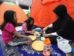 itikaf-di-masjid-habiburrahman-bandung-sampai-mendirikan-tenda_20170617_161335.jpg