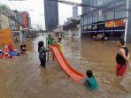 jalan-bendungan-hilir-terendam-banjir_20200101_224536.jpg