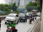 jalan-daan-mogot-masih-ramai-pengendara-mobil-dan-motor_20200330_132418.jpg