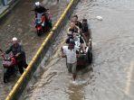 jalan-daan-mogot-masih-tergenang-banjir_20200102_211159.jpg