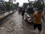 jalan-daan-mogot-masih-tergenang-banjir_20200102_211202.jpg