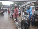 jalan-di-panjaitan-banjir-nih.jpg