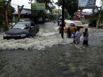 jalan-dr-mansyur-medan-tergenang-banjir_20180709_201621.jpg