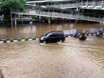 jalan-dr-sutomo-jakarta-pusat-lumpuh-akibat-banjir_20200225_225708.jpg