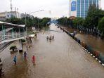 jalan-dr-sutomo-jakarta-pusat-lumpuh-akibat-banjir_20200225_225756.jpg