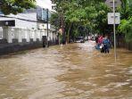 Jalan Pejaten Raya Banjir, Ketinggian Air Capai 1 Meter