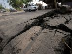 jalan-retak-akibat-gempa_20180809_203747.jpg