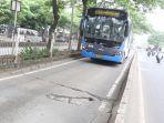 jalur-busway-rusak_20190121_132920.jpg