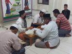 8 Golongan Penerima Zakat Fitrah, Bolehkah Diberikan pada Umat Non Muslim?