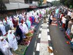 jemaah-laksanakan-sholat-idul-adha-1440-h_20190812_122906.jpg