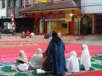 jemaah-masjid-lautze-mulai-berdatangan-untuk-salat-idul-adha_20180822_073119.jpg