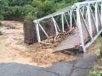 jembatan-di-mulak-roboh-akibat-banjir.jpg