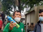 jimmy-napitupulu-menunjukkan-tabung-oksigen-portable-miliknya.jpg