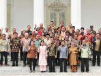 joko-widodo-dengan-jusuf-kalla-berfoto-bersama-para-menteri-kabinet-kerja.jpg