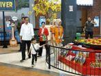 Ajak Jan Ethes Bermain di Transmart Pabelan Solo, Jokowi Beli Kartu Seharga Rp 660 Ribu