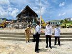 jokowi-tinjau-kantor-gubernur-sulbar-yang-ambruk-akibat-gempa_20210119_155208.jpg