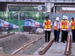 jokowi-tinjau-proyek-pembangunan-jalur-ka-bandara_20151215_001057.jpg