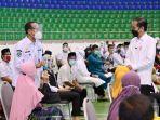 Jokowi Tinjau Vaksinasi Massal Lansia dan Pelayan Publik di Riau