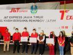 jt-express-salurkan-30-ton-beras-dan-ribuan-alat-kesehatan-ke-pemprov-jatim.jpg