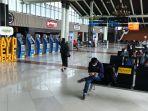 jumlah-penumpang-pesawat-menurun-akibat-pandemi-corona_20200327_212639.jpg