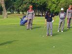 jusuf-kalla-bermain-golf_20180811_113635.jpg