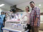 kahiyang-ayu-dan-bobby-nasution-preskon-kelahiran-anak-pertama_20180803_184059.jpg