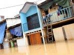kampung-pulo-kembali-terendam-banjir_20151126_163910.jpg