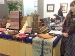 kaoru-tozu-pemilik-kedai-batik-di-jepang_20171208_075548.jpg