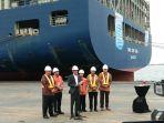 kapal-container-sebesar-10000-teus_20180516_074732.jpg