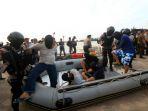 kapal-pengangkut-1-ton-shabu-ditangkap-di-batam_20170717_221335.jpg