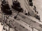 kapal-selam-milik-alri-merapat-ke-kapal-tender-di-perairan-halmahera_20180831_164139.jpg
