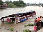 kapal-tenggelam-di-bangkok_20160920_101247.jpg