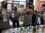 Rumah Mewah di Kampung Cikembang Itu Ternyata Jadi Gudang Ribuan Botol Miras