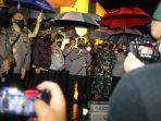 Momen Polisi Berbintang 4 Berterima Kasih ke Satpam Gereja Katedral Makassar karena Aksi Heroiknya