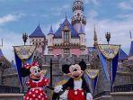 karakter-minnie-mouse-dan-mickey-mouse-di-tokyo-disneyland.jpg
