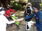 Karang Taruna Desa Kalisuren Bagikan Masker Gratis Serta Memberikan Edukasi Kepada Warga