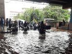 kawasan-cipulir-jakarta-selatan-hingga-pukul-1300-wib-masih-tergenang-air-banjir-lua.jpg