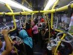 keamanan-penumpang-bus-transjakarta_20150910_015926.jpg